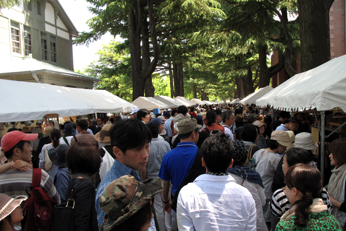 A large crowd packs the Agata-no-mori Park promenade at Craft Fair Matsumoto.