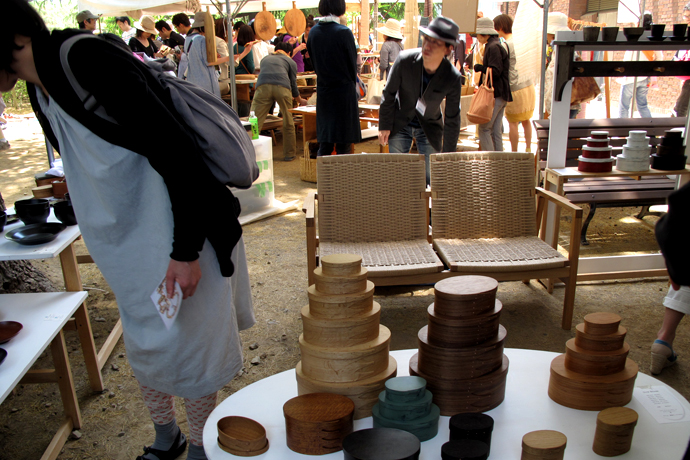 Woodworker, Kobayashi Katsuhisa's stall was found on the promenade of Agata-no-mori Park