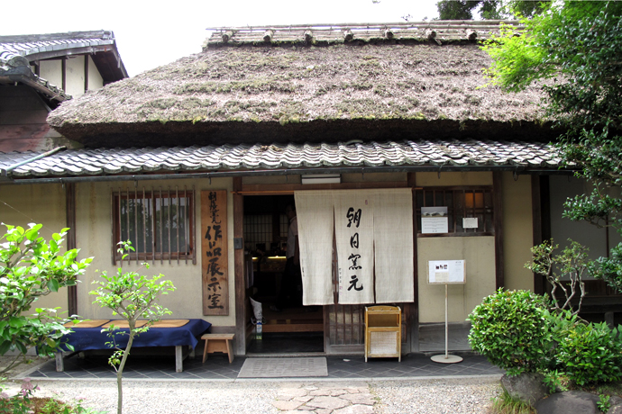 Asahiyaki pottery gallery in Uji, Kyoto