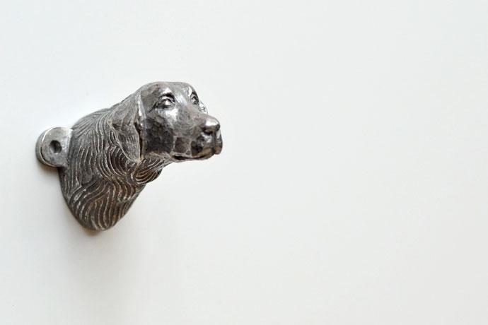 Dog wall hook by Muranaka Yasuhiko, made using the lost-wax casting method.