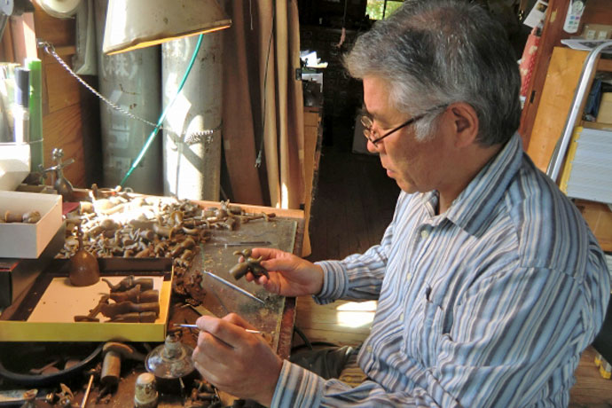 Metalworker Muranaka Yasuhiko working at his studio in Hiroshima (Photo courtesy of Muranaka Yasuhiko