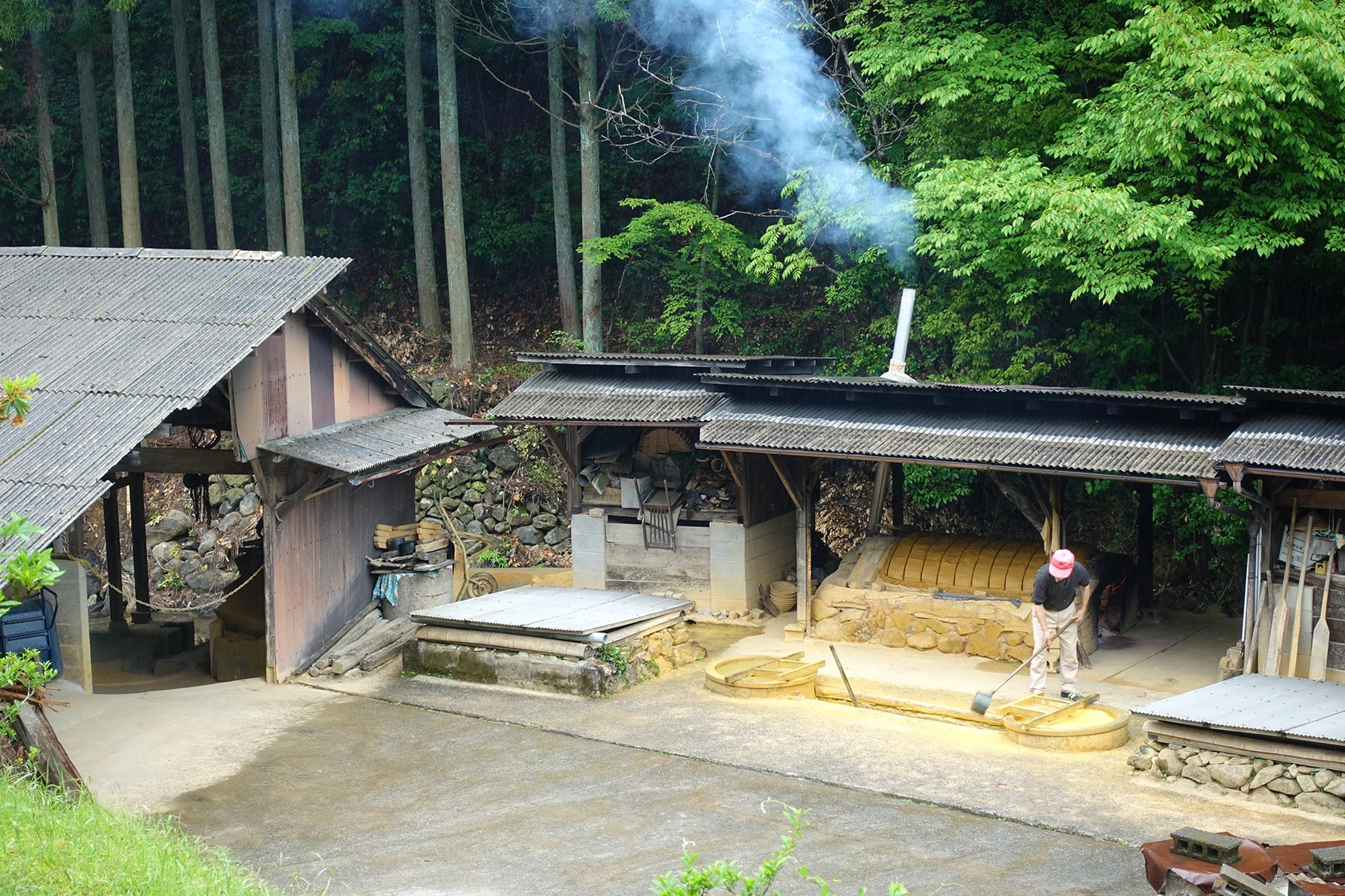 Sakamoto Yoshitaka preparing clay in Onta. The clay is being dried on top of a drying kiln and to the left is a hut where the kara-usu -traditional clay-crushing devices- are to be reinstalled.